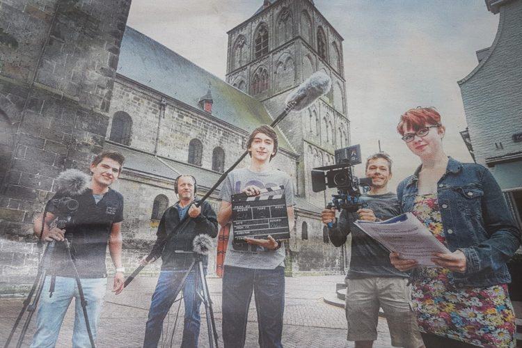 """Groepsfoto krant crew film: """"Liefde maakt blind"""""""